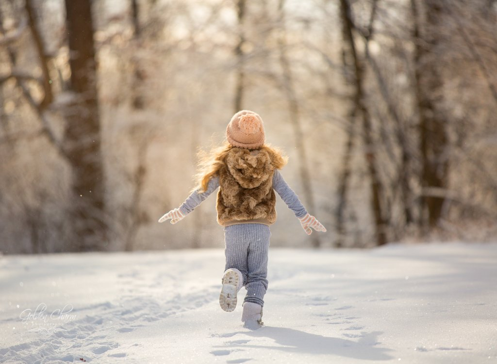 children-photography-chicago-suburbs-running-snow-girl
